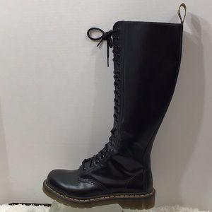 Dr Marten 20 eye black leather zip boos 6/37 NWOT